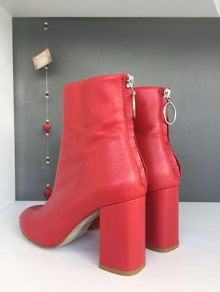 Red heel boots ❣️