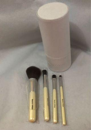 Travel Essential Makeup Brushes
