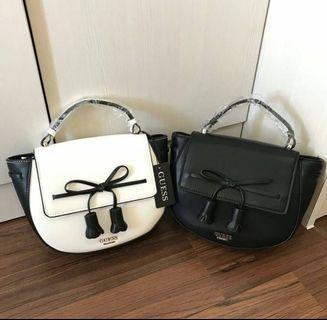 NEW GUESS Oval Handbag