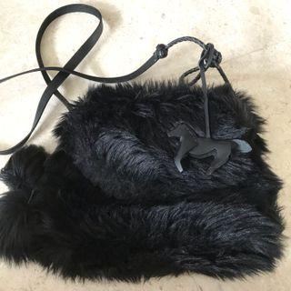 🚚 Ralph Lauren Black Furry Slingbag
