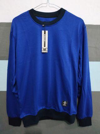 Sweater biru polos