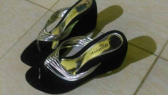 Sandal wedges hitam