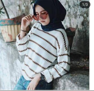 Sweater Rajut Garis