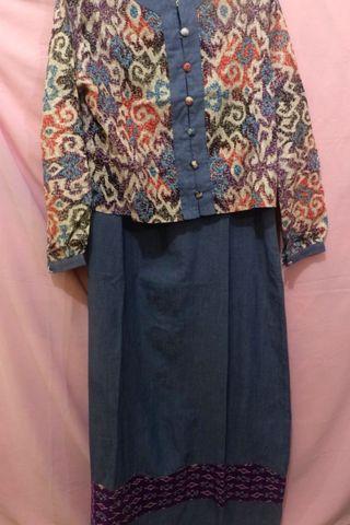 Overall denim dan outer batik