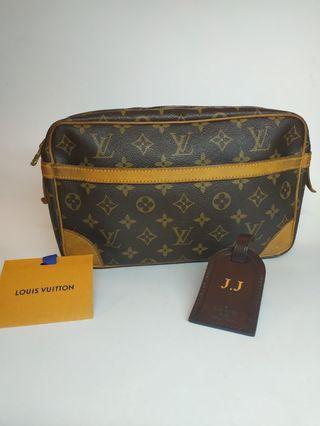 💯 Authentic Louis Vuitton Compiegne 28 Clutch Bag.