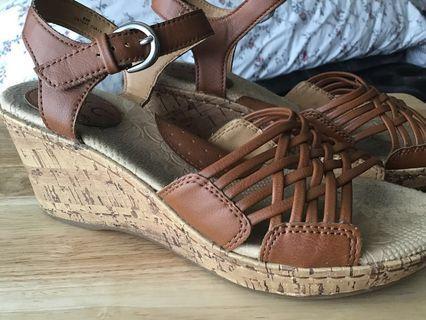 b.o.c Cork Wedge British Tan Sandal Like New
