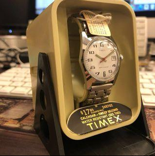 【NEW OLD STOCK】1976 Vintage TIMEX watch with warranty paper and original box! Super rare manual winding and mint condition. A piece of HK history in watch industry. Don't miss it!