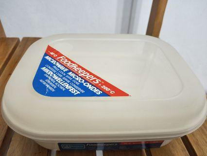 Foodkeepers microwave-safe container