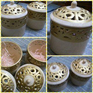 <Golden colour> A set of pot with lid