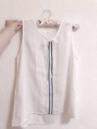 🚚 圖騰白色雪紡上衣