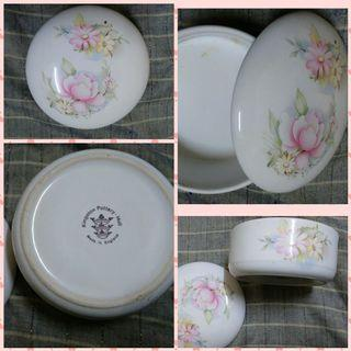 <Made in England>Floral pot with lid