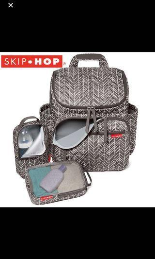 🚚 Skip Hop Diaper Bag