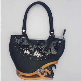 🚚 Exotic Handmade Indonesian Handbags (only one piece available per design)