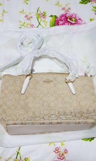 🚚 Authentic Coach Sling/Handbag