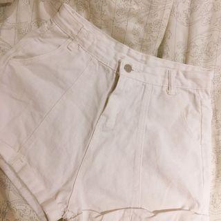 🚚 反折牛仔白色短褲