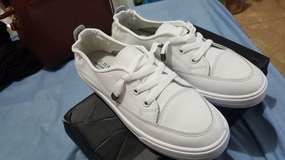 皮革 小白鞋 免綁鞋帶  38號 23號