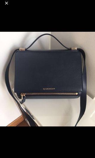🚚 Givenchy Pandora Medium