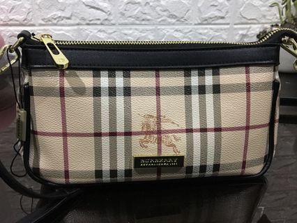 087edcec5fb0 (QUALITY CLASS A) Burberry brown haymarket sling bag