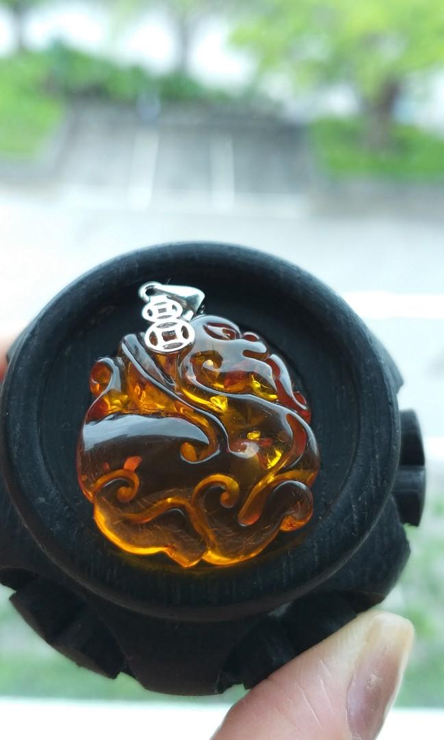 天然琥珀手彫古龍配手串(內含樹皮礦物)