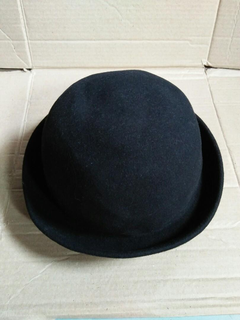 Bowler hat/fedora hats Brand: Le Shop Fashion and Culture Material bahan wool bludru Full tag logo brand Vintage Authentic Rare/Limited Edition Size: M  kondisi: new