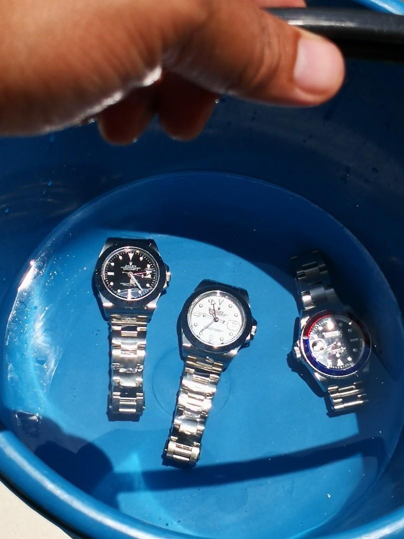 Jam waterproof, boleh dipakai untuk menyelam, berenang, memancing, naik sampan, bekerja di lautan, nelayan, mandi