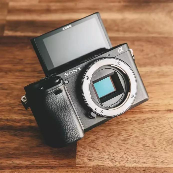 Kredit Camera Sony Alpha a6400 (Body Only)