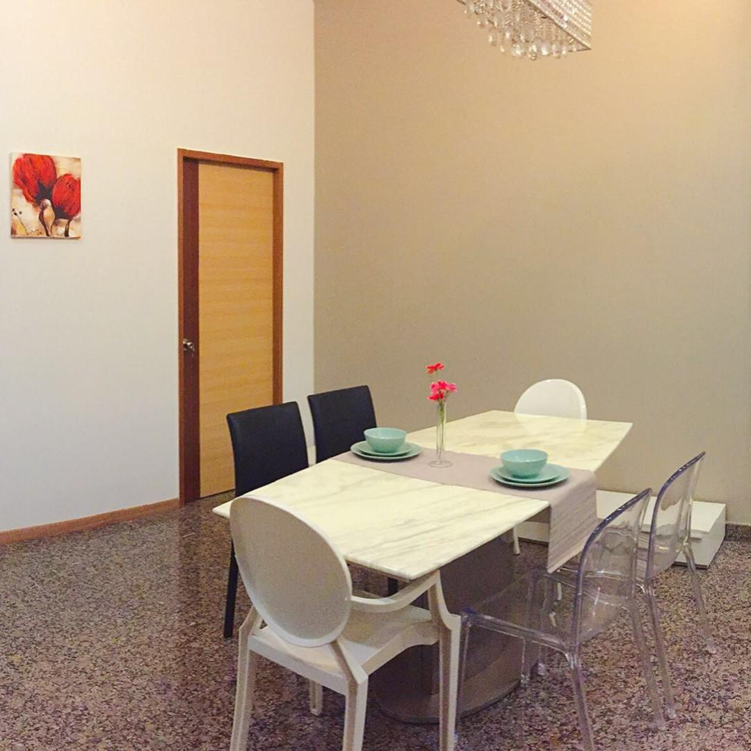 ***River Valley Full Condo Facility Small Room for Rent!!!***