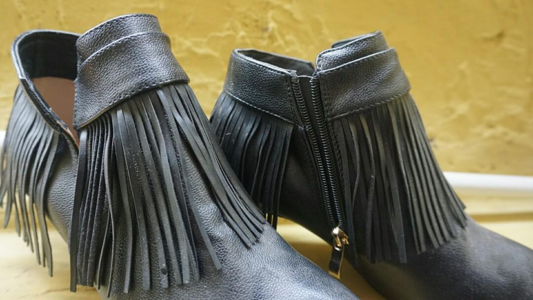 Sepatu Boots Marie Claire
