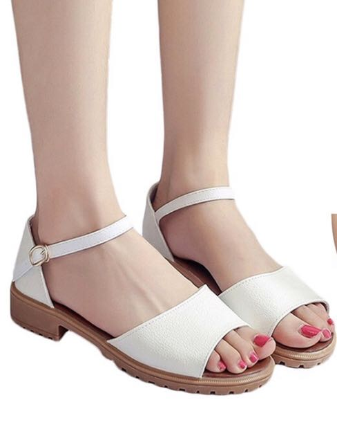 White Roman Sandals Flat, Women's Fashion, Shoes, Flats