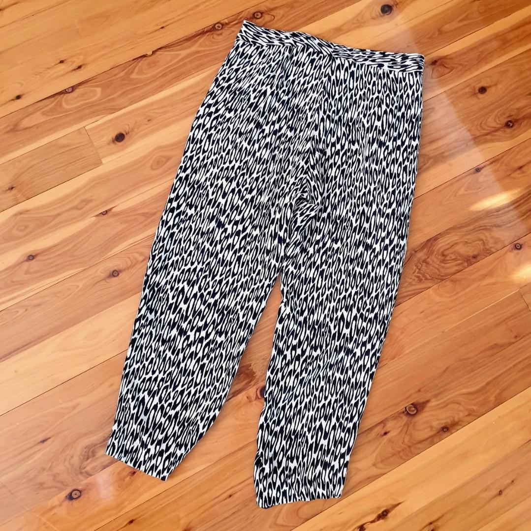 Women's size 10 'TRENERY' Gorgeous animal print relaxed cropped  pants