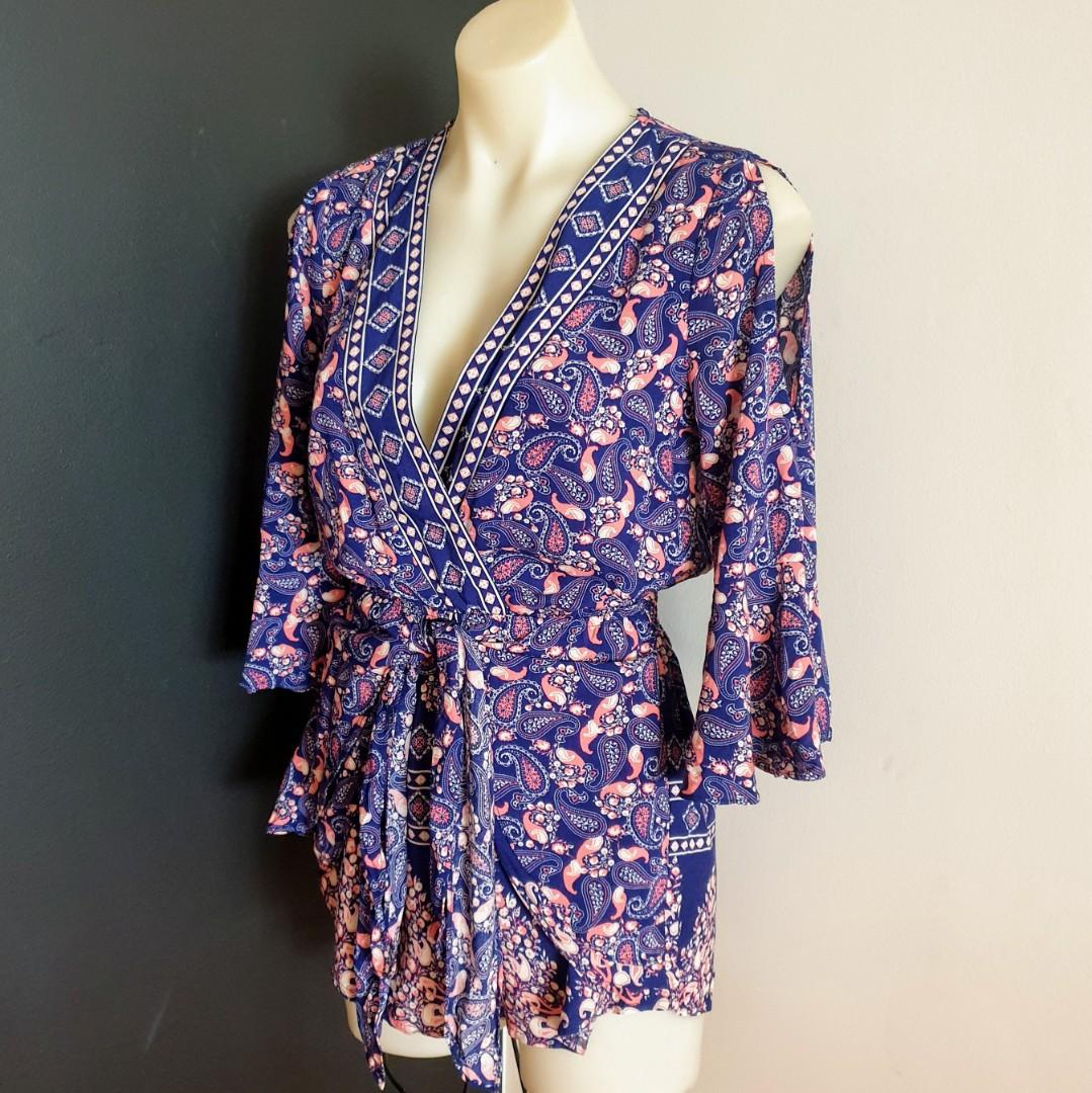 Women's size 6 (6-8) 'INDIKAH' Stunning multicoloured paisley print cold shoulder romper playsuit- AS NEW