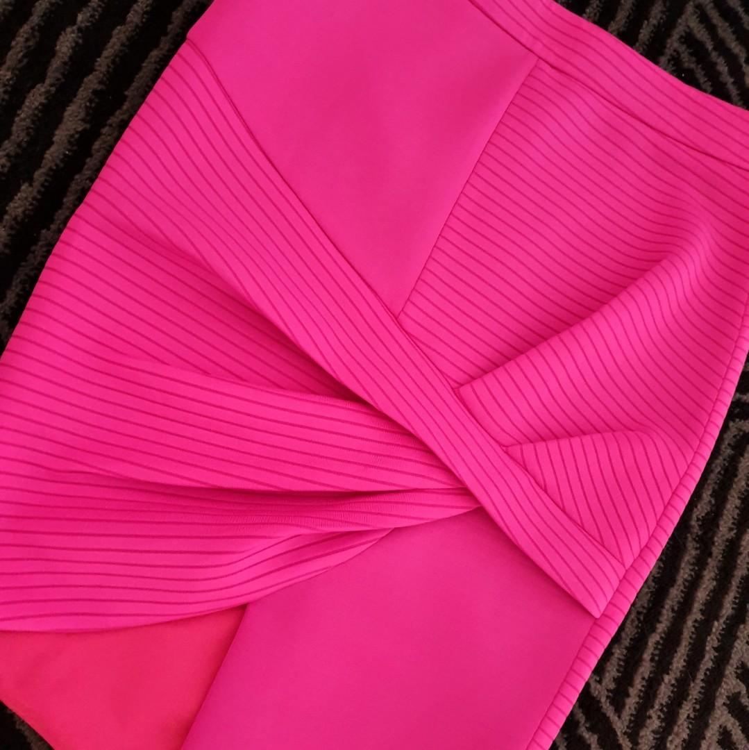 Women's size 8 'SHEIKE' Stunning fuschia pink assymetrical ribbed skirt - AS  NEW