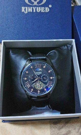 🚚 KINYUED  簍空日月星辰機械錶