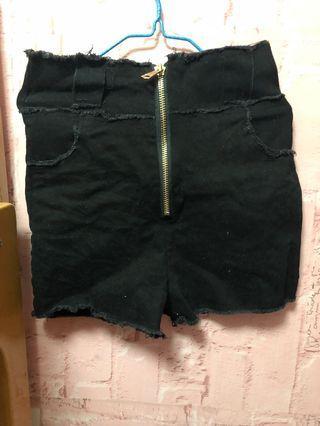 黑色高腰短褲