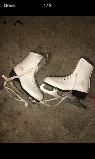 SP-Teri youth figure skates size 13 and 3 (CHILDREN SIZES)
