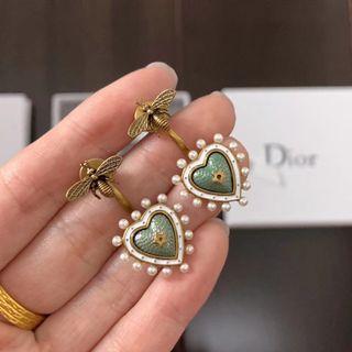Dior蜜蜂愛心奶茶綠耳環