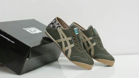 Sepatu Onitsuka slip on