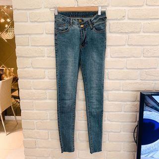 🚚 全新貴婦妮妮Ranie購入 錯位鈕釦超貼牛仔褲 超顯瘦XS