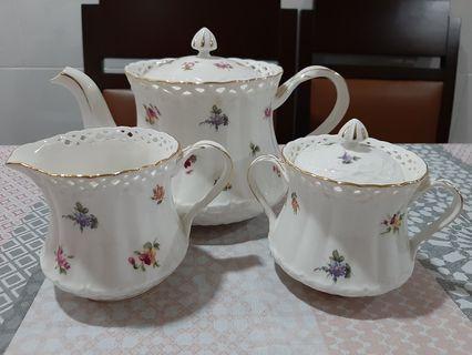 Dyramics Procelain Tea Set