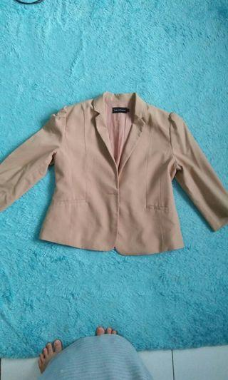 Blazer executive warna khaqi