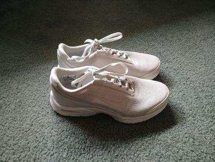 Nike Sneakers US 7 / UK 4.5 / EUR 38