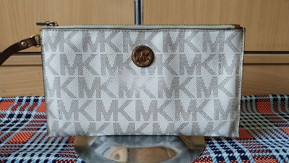 d1f00be01ea8 Authentic Mk pouch