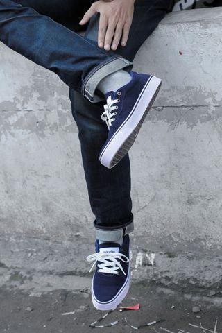 Sneakers avversario by volkarian.co