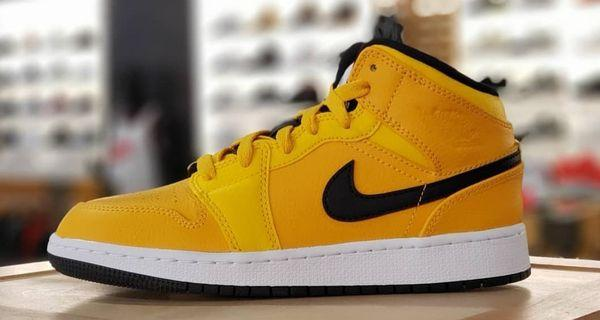 Nike Air Jordan 1 mid yellow taxi size us: 8.5(42) , 10 (44)
