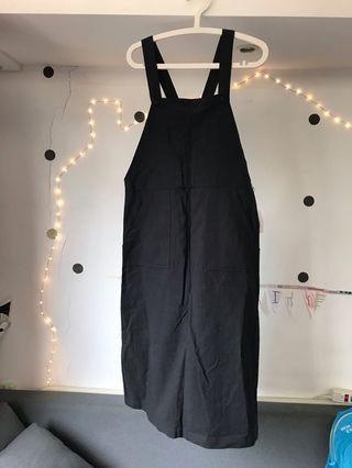 🚚 ❣️全新❣️黑色薄棉吊帶裙。硬挺。腰側有拉鍊。迎接夏天🙌🏻