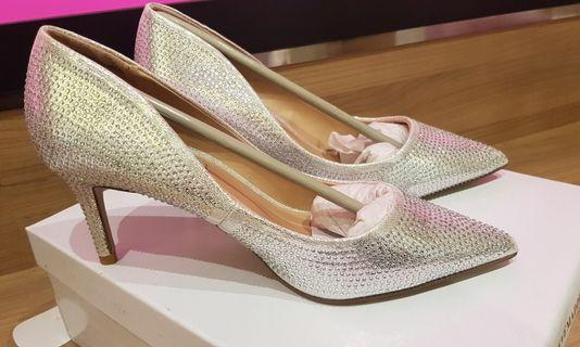 🚚 Wedding shoes