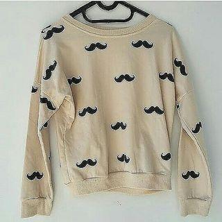 Sweater kumis