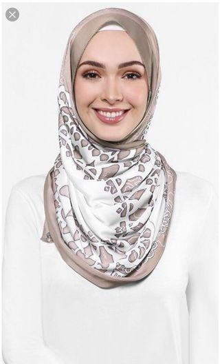 The Doily dUCk Scarf in Toffee