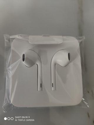 Apple i phone xs Max earphone