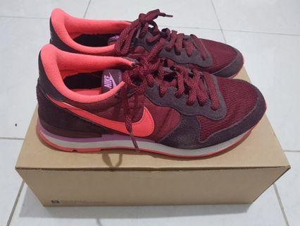 Nike internationalist shoes (original)